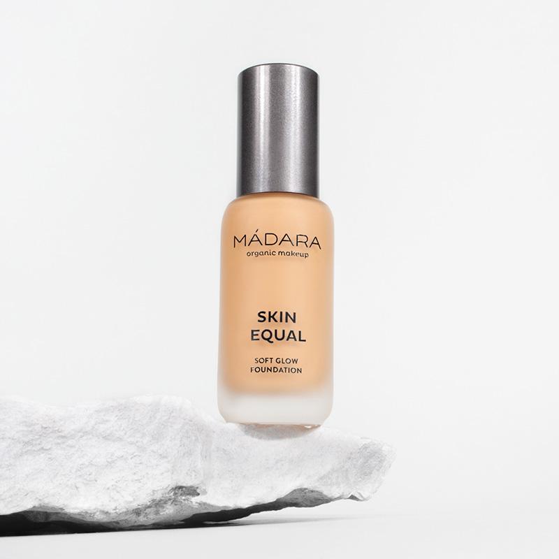 Skin Equal 40 Sand - fond de ten soft glow SPF15 (30 ml), Madara